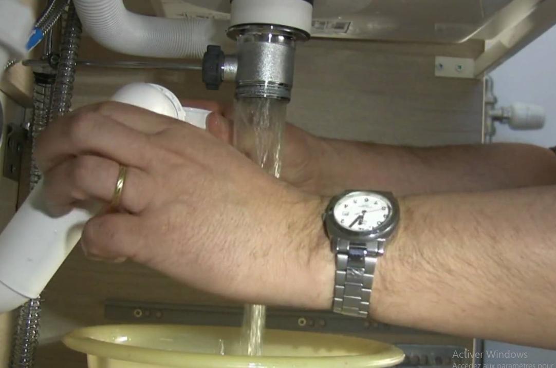 Comment déboucher un évier ou une canalisation de WC ?