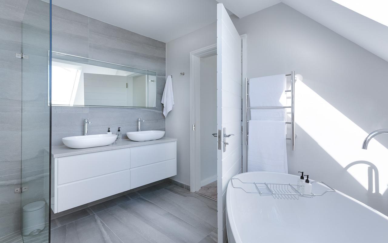 5 détails à prendre en compte avant de remplacer une baignoire par une douche